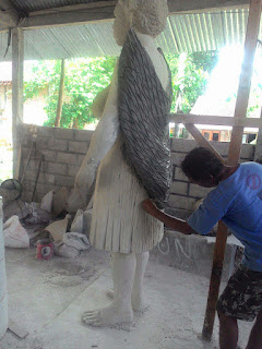 patung perempuan papua