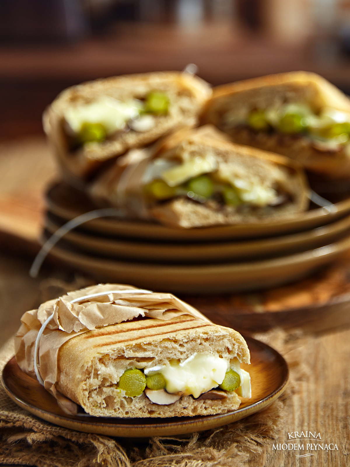 zapiekane tosty ze szparagami, zapiekane tosty z pieczarkami, zapiekanka ze szparagami, zapiekanka z pieczarkami, grzanki ze szparagami, grzanki z pieczarkami, kanapka ze szparagami, kraina miodem płynąca