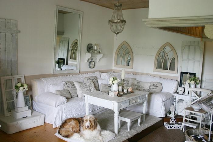 lovely vintage shabby chic wohnzimmer deko im historischen bauernhaus jetzt mit kirchenfenstern. Black Bedroom Furniture Sets. Home Design Ideas