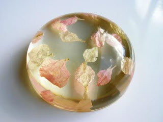 Confetti Paperweight - Real flower petals paperweight