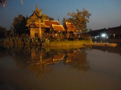 Marché flottant, temple Thaïlande, Ayutthaya, location vélo, guesthouse