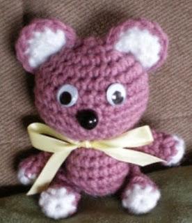 http://translate.google.es/translate?hl=es&sl=auto&tl=es&u=http%3A%2F%2Fredwoodstitch.blogspot.com.es%2F2011%2F06%2Famigurumi-candy-bear.html