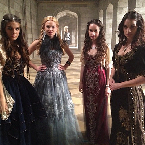 reign-costumes
