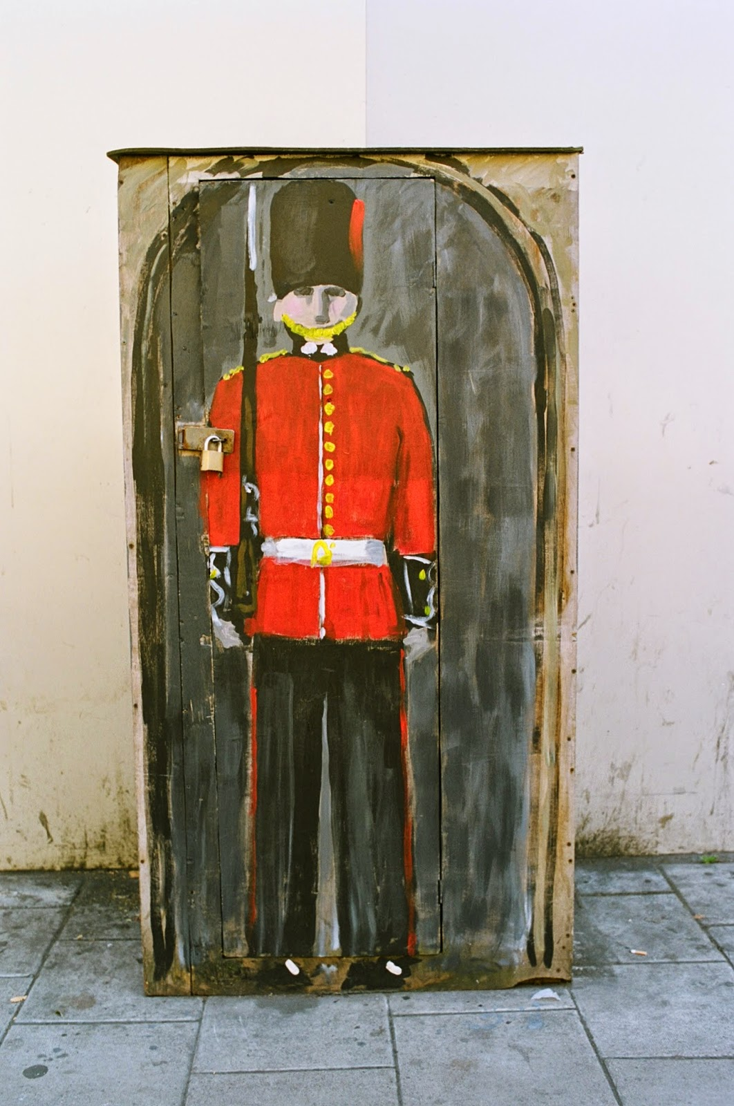 STREET ART, SENTRY BOX, GUARDSMAN, STREET FURNITURE, LAMBETH NORTH, LONDON, © VAC 100 DAYS / 4  MILLION CONVERSATIONS