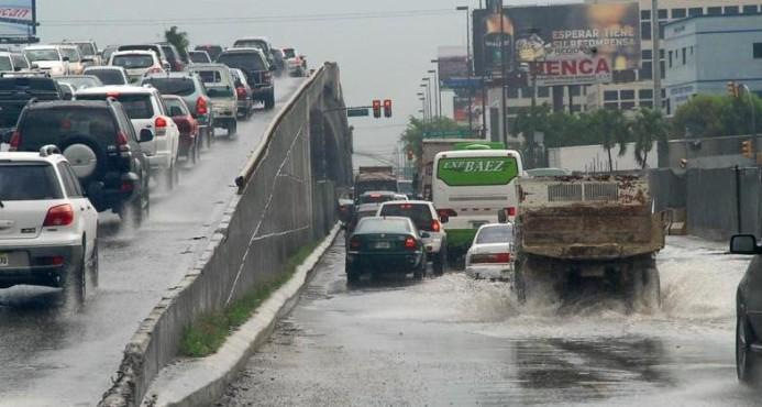 Emiten alerta verde para catorce provincias por efectos de vaguada