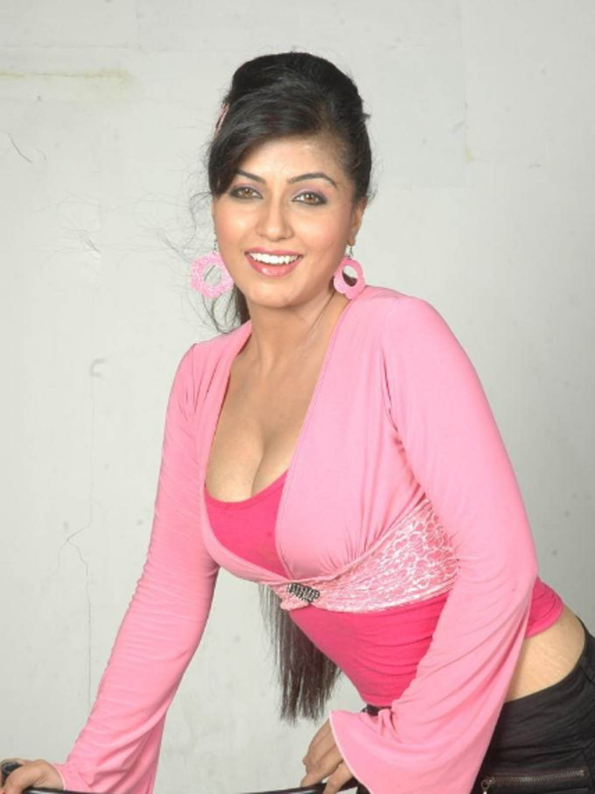 aarthi puri photos hot gallery shiner photos