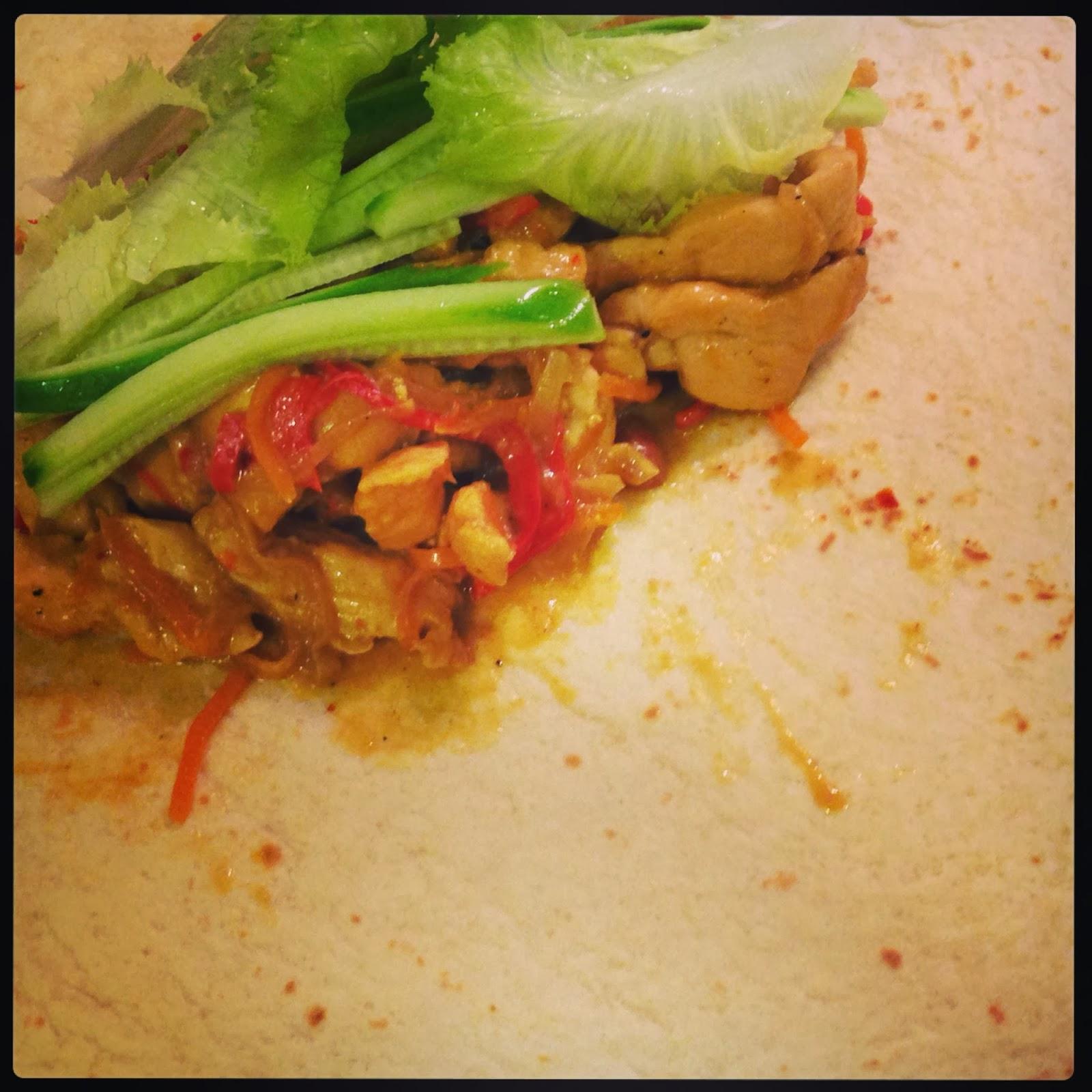 Köri Soslu ve Kaju Fıstıklı Tavuk Sote