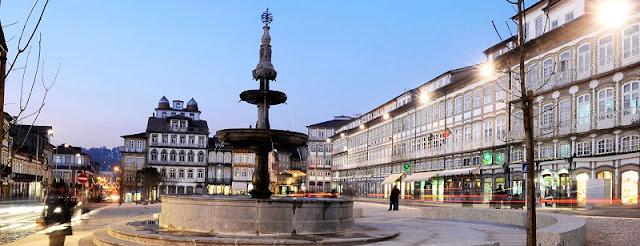 Passeio pelo centro histórico de Guimarães