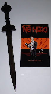 Portada del libro No Hero, de Tom Andry