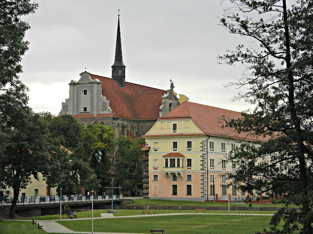 Cystersi w Kamieńcu Ząbkowickim.