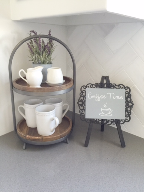 diy mini chalkboard easel