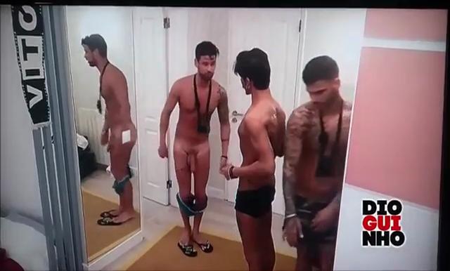 Babe on mirror squat
