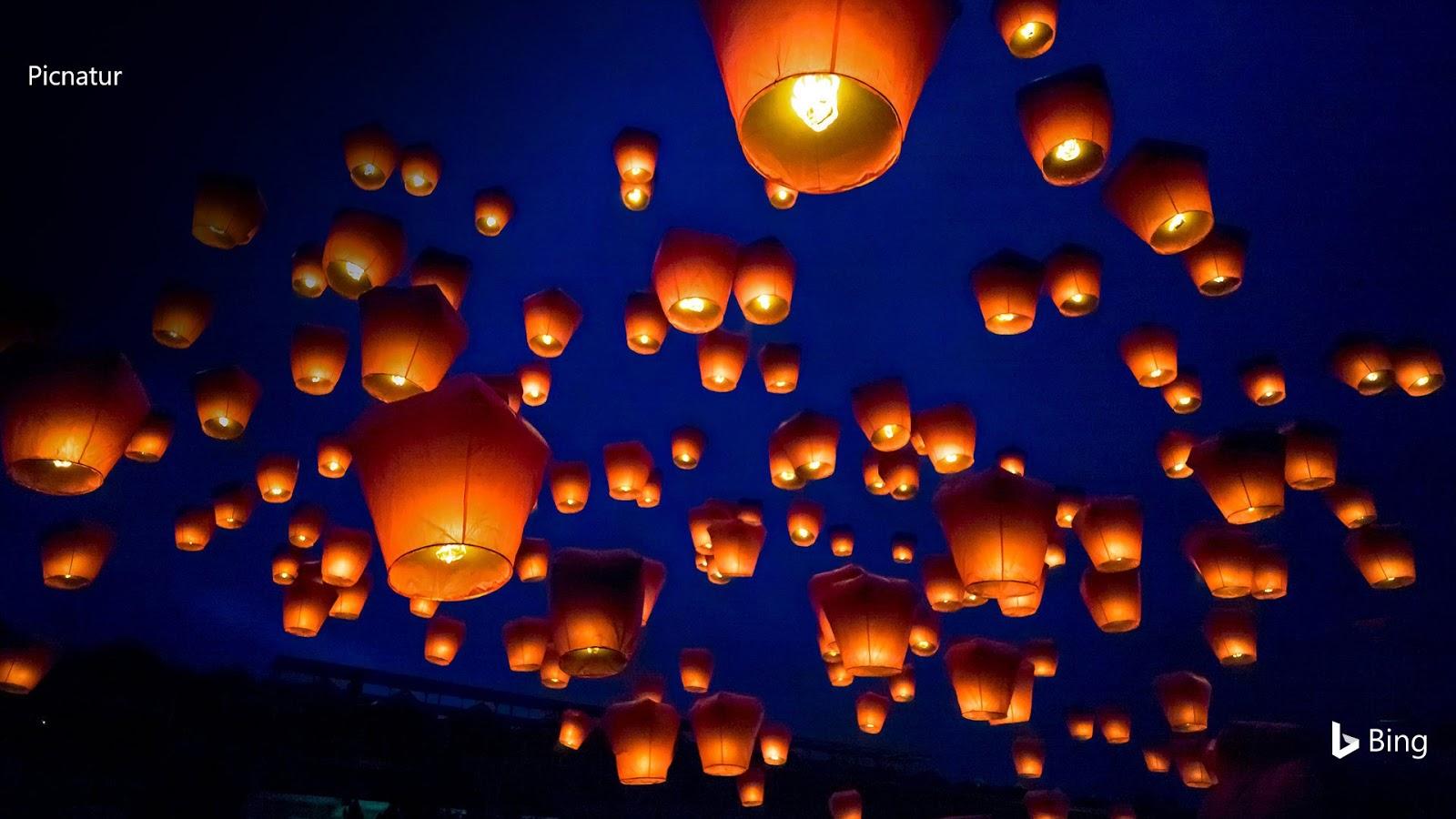 Luminous candles PingxiSky