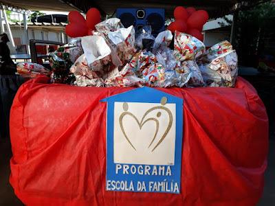 Escola da Família distribui 1.000 presentes pelas ruas de Cajobi