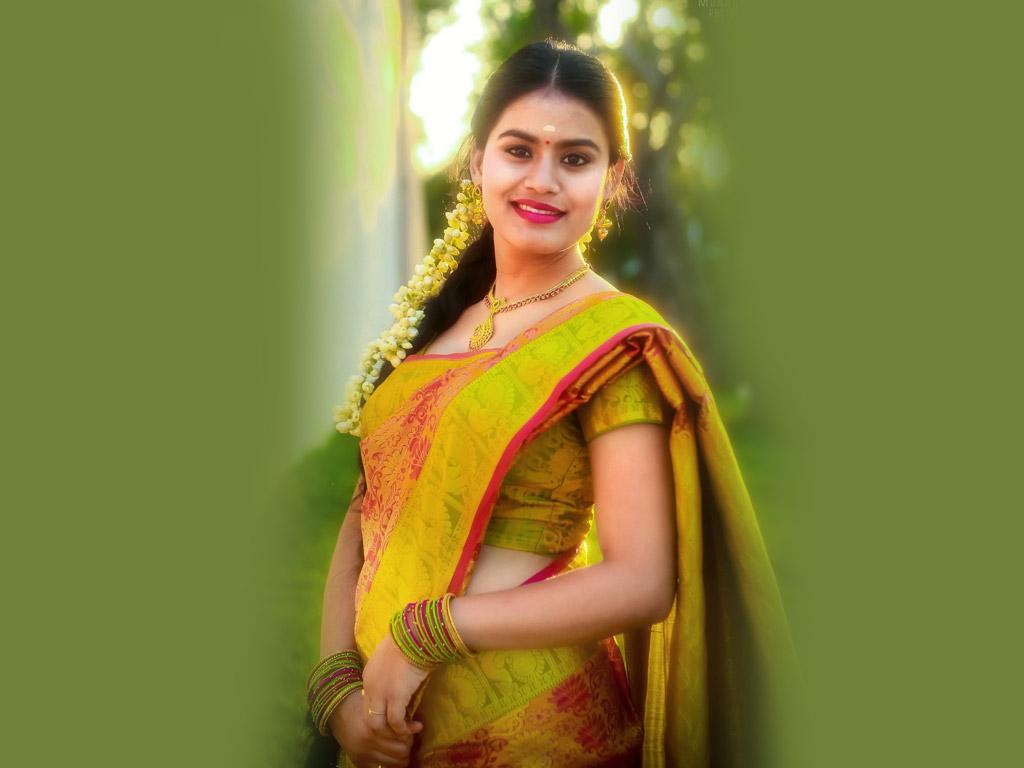 Download Hot Wallpapers Of Tamil Actress Riyamikka