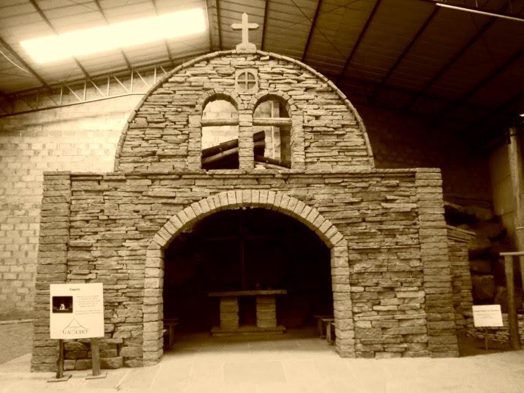 Reconstrução de Capela de Pedra de 1771 no Parque do Gaúcho