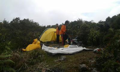 Angkasan Leuser_Pemasangan Tenda