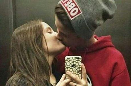 Larissa Manoela e João Guilherme Ávila comemoram 4 meses de namoro com  postagens no Snapchat ea3cc5f8ce