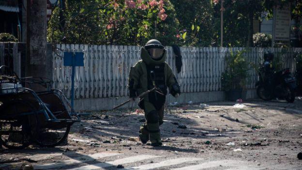 Diduga Pelaku Bom Bunuh Diri Seorang Ibu yang Membawa Dua Anaknya