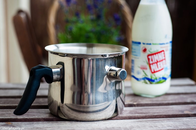 Garnek do gotowania mleka