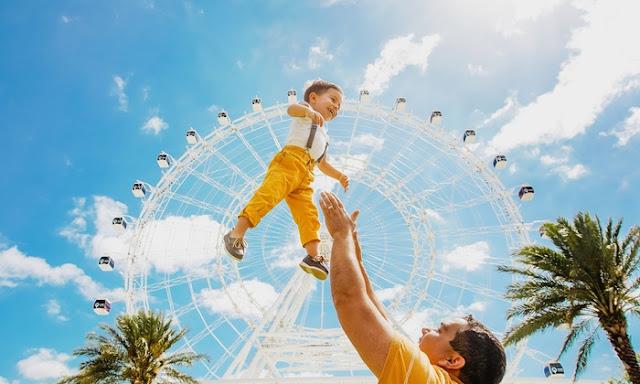 Família na roda-gigante ICON em Orlando