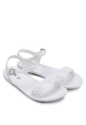 Mua hàng trực tuyến với giày sandal