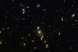 ASTRONOM TEMUKAN BUSUR CAHAYA RAKSASA YANG TERLETAK 5,4 MILIAR TAHUN DARI CAHAYA BUMI