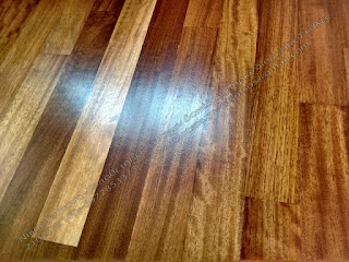 Μπορεί να ανοίξει το χρώμα στο σκούρο ξύλινο πάτωμα μου ;