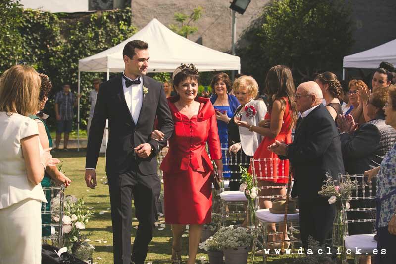 boda entrada de novio con madrina