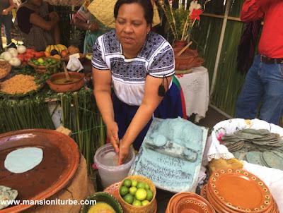 Cocinera Tradicional de Michoacán de la Región del Lago de Pátzcuaro
