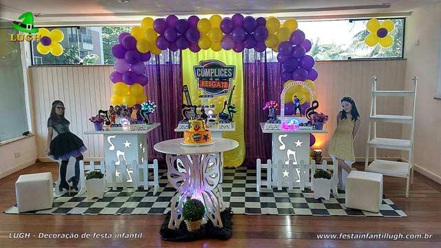 Mesa decorada provençal com o tema Cúmplices de um Resgate - Festa feminina
