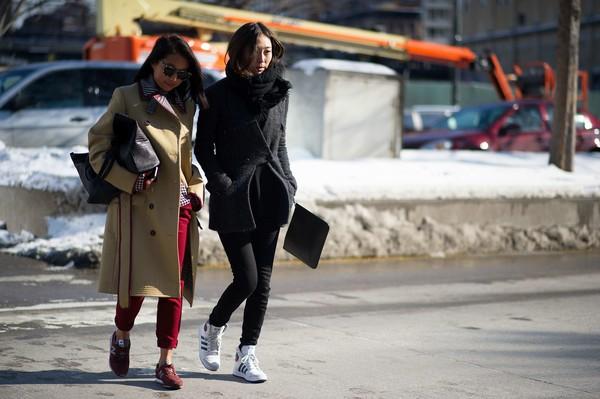 3 cách mix giúp quý cô tận dụng dễ dàng high top sneaker hầm h5ố