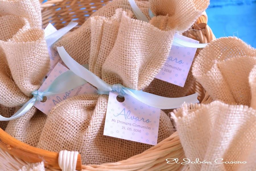 Detalles para comuniones saquitos personalizados con jabones artesanales