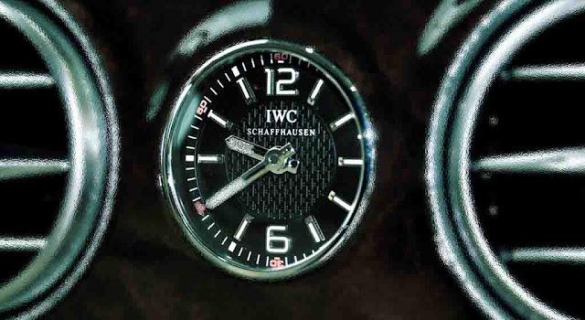 Bảng Taplo Mercedes Maybach S600 2017 trang bị đồng hồ thời gian IWC sang trọng