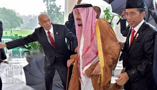 Wow .. Demi Raja Salman, Presiden Joko widodo rela Basah Kehujanan - Commando