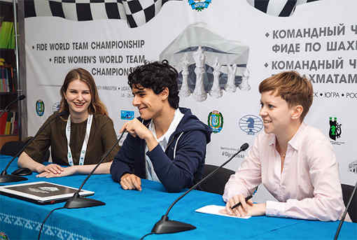 La conférence de presse d'après partie avec l'échiquier n°1 de la Norvège Tari en l'absence des deux stars Magnus Carlsen et Jon Ludwig Hammer - Photo © Anastasia Balakhontseva