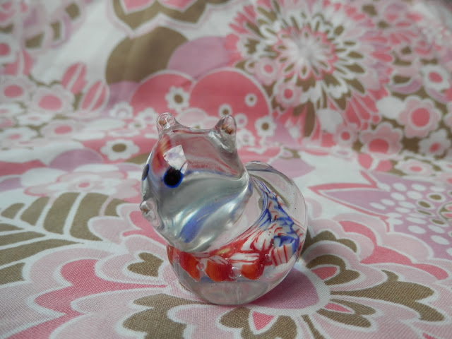 Charity shopping, the one with the 50p Meakin jug. Some Hornsea, retro salt and pepper shakers and a cute glass cat too! secondhandsusie.blogspot.com #charityshopping #meakin #hornsea