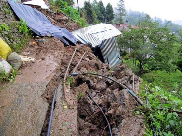 Sept 2011 Earthquake vicitims kurseong still waiting aid promised by Mamta Banerjee