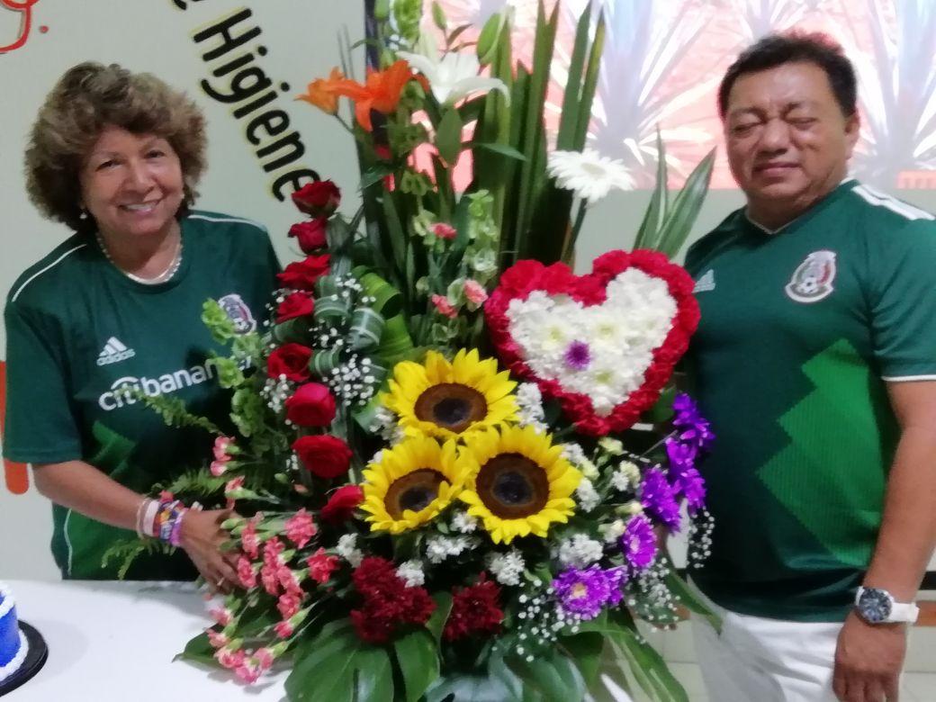 Ana Rosa Payán y el Sindicato Pamplona se ponen la verde para apoyar a la  Selección Mexicana b6376824b2145