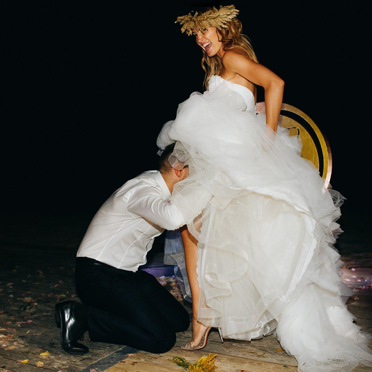 kāzu reportāža svinēšana mičošana