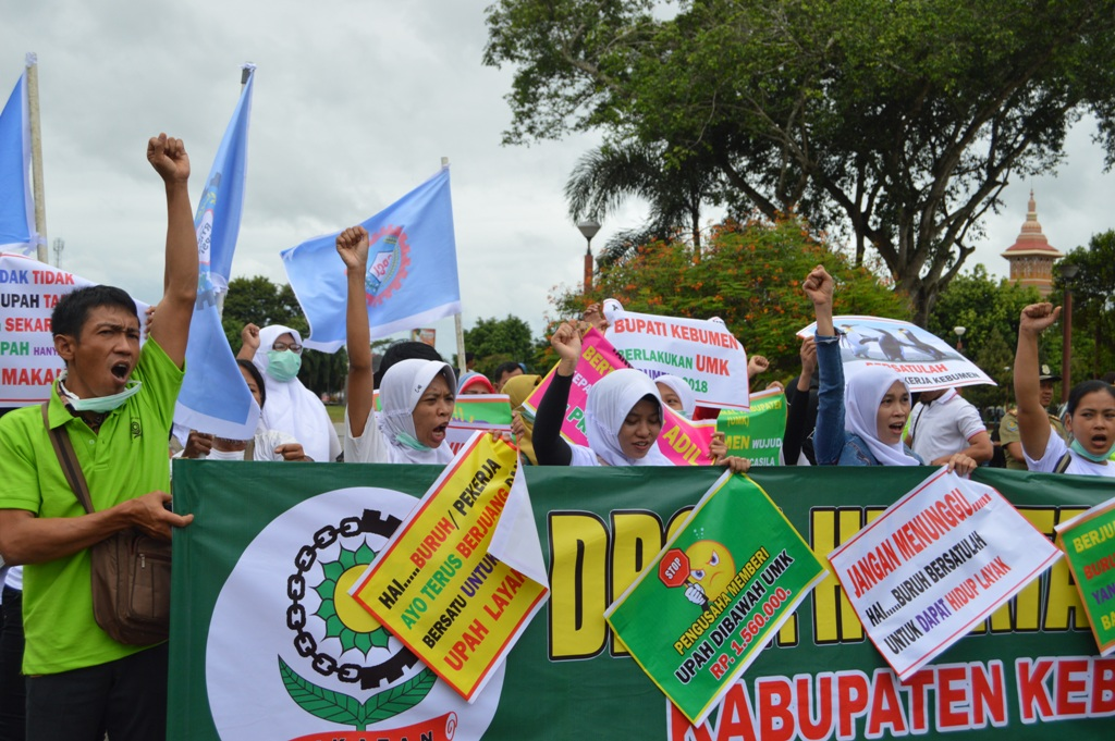 Tuntut Upah Sesuai UMK, Massa Buruh Demo di Depan Pendopo Bupati Kebumen