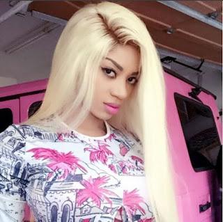 Celebrity singer Dencia