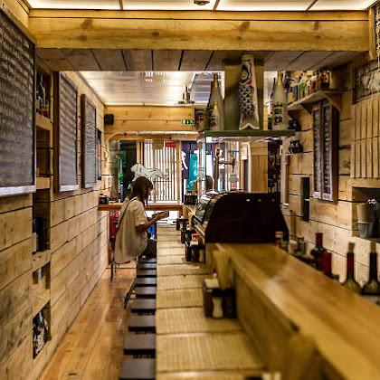 Izakaya Tokkuri - Uma taberna Japonesa, com certeza.