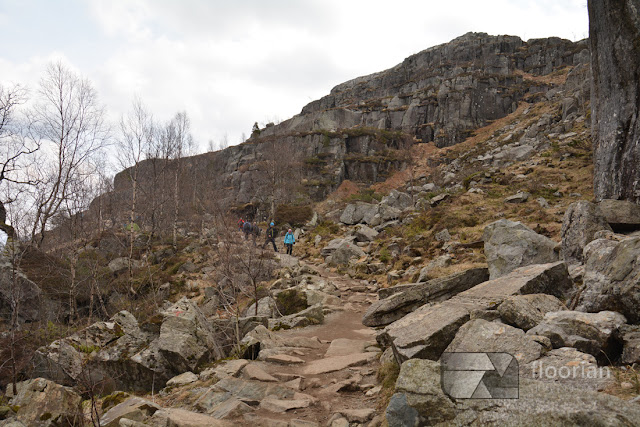 Szlak na Preikestolen. Podejście na Pulpit Rock.