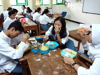 Kegiatan Germas Makanan Sehat di SMAN 110