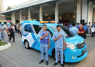 Petugas Layanan Transjakarta Cares