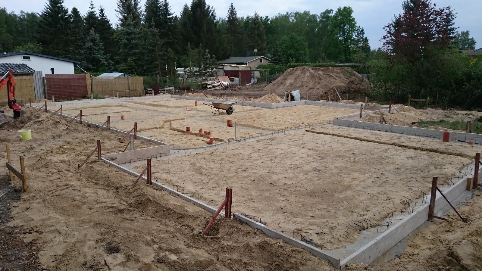 Bautagebuch der Familie Hocke: Tag 6: Vorbereitungen Bodenplatte