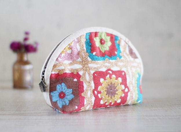Cute half-round zipper pouch bag. DIY tutorial in pictures.