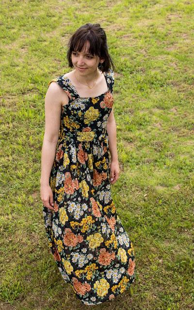 Maxikleid für Fortgeschrittene mit Blumenmuster nähen - Schnittmuster Modell 132 aus Burda 6/2016 - Maxikleid mit Träger statt Neckholder