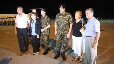 Επέστρεψαν στην Ελλάδα οι Έλληνες στρατιωτικοί! Ρίγη συγκίνησης στο αεροδρόμιο «Μακεδονία»
